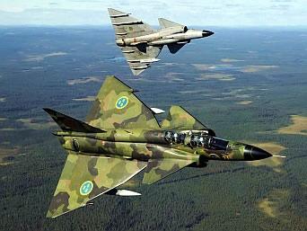 Самолет истребитель четвертого поколения Rafaled в воздухе